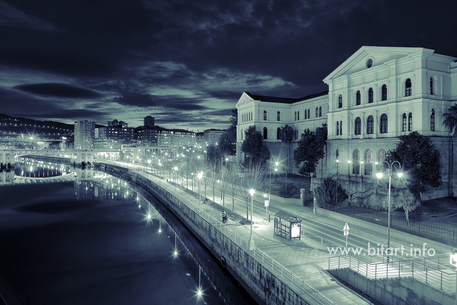 Deusto en Bilbao de noche - Bitart New Media